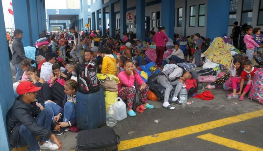 Cientos de venezolanos aguardan su ingreso en el Cebaf de Tumbes pese a restricción