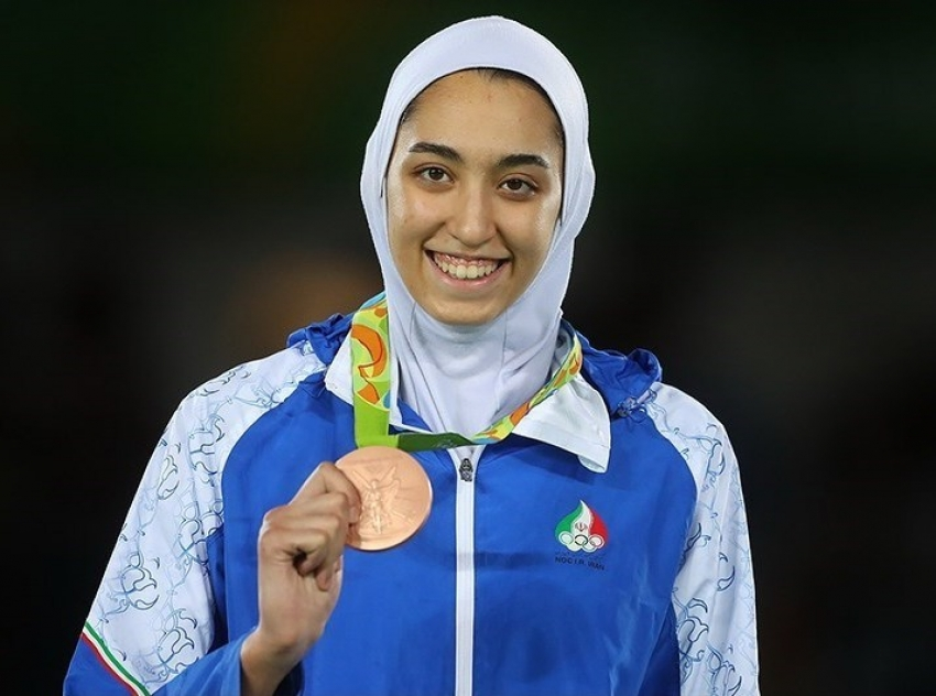 """La medallista iraní Kimia Alizadeh huye a Europa harta de la """"opresión"""""""