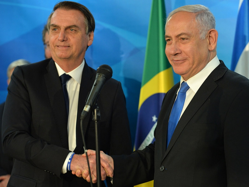Bolsonaro discute con Israel posibles pruebas de spray anticovid en Brasil