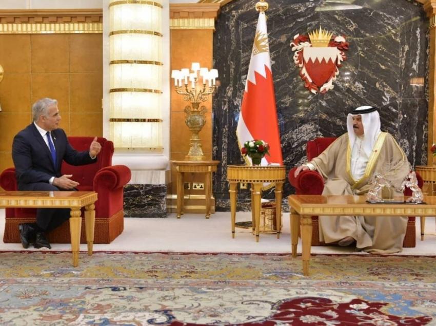En una visita histórica, Yair Lapid se reunió con el Rey de Bahréin y otros altos funcionarios